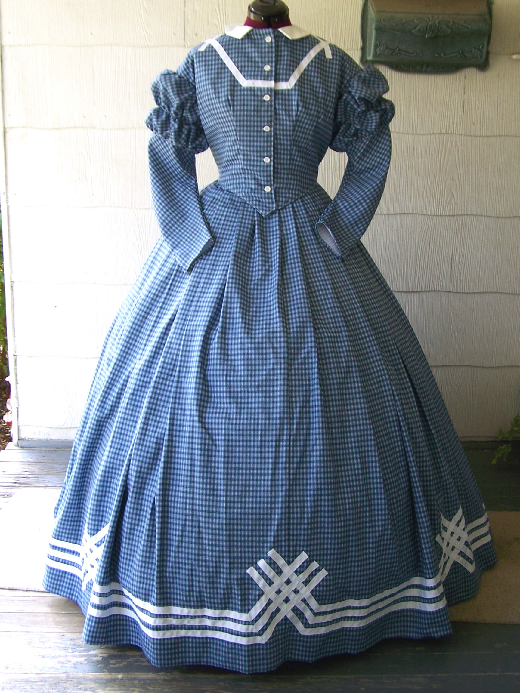 Fantastic Civil War Era Ball Gowns Vignette - Wedding and flowers ...